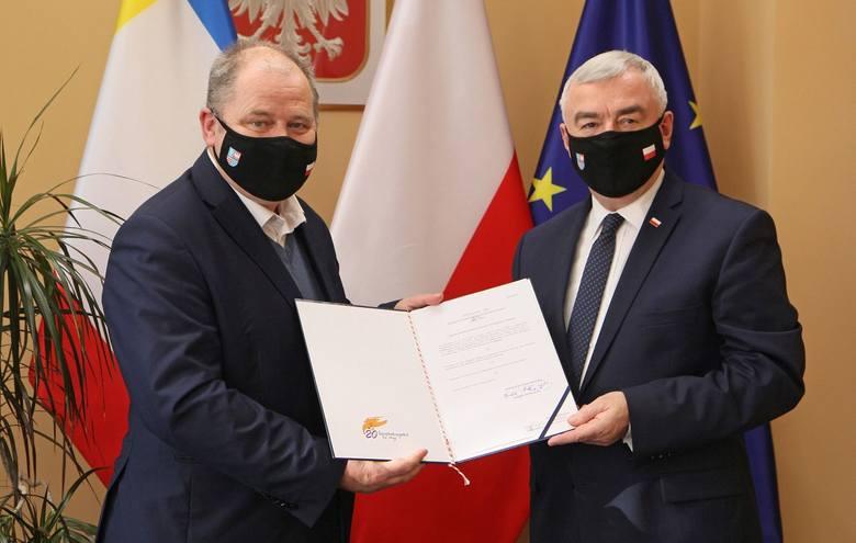 Marszałek województwa Andrzej Bętkowski wręczył nominację Tadeuszowi Sikorze