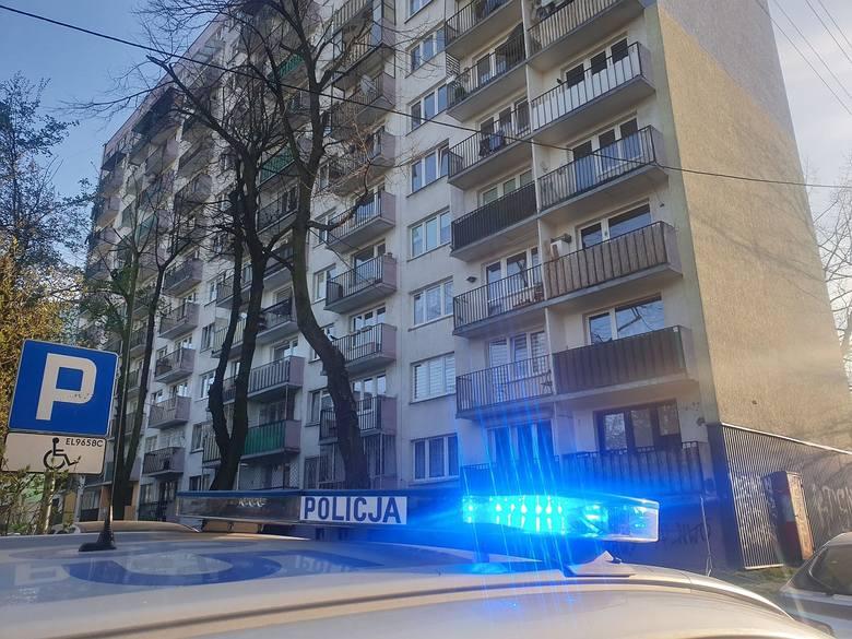 Tragedia rozegrała się w sobotnie (11 kwietnia) popołudnie na ul. Mazurskiej na Górnej. Z okna na XI piętrze jednego ze znajdujących się tam wieżowców