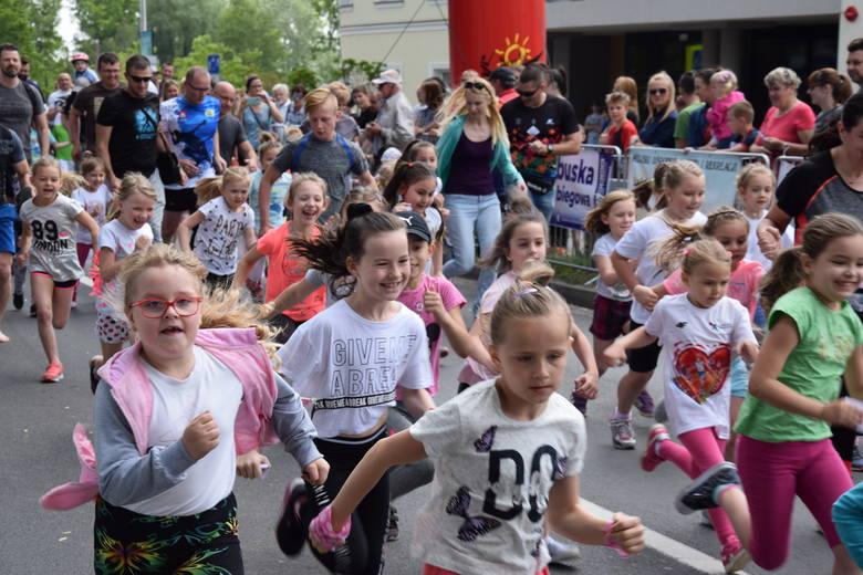 Już po raz dwudziesty Półmaratonowi Solan towarzyszył Bieg Dzieci Mini Solan. Najpierw odbyły się dwa biegi: dla niepełnosprawnych oraz dla maluszków