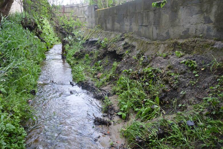 Po każdym większym deszczu ulica Mokra w Zielonej Górze stoi w wodzie