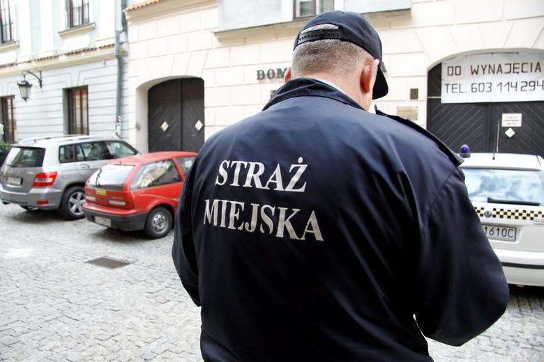 """Mieszkańcy dzwonią do straży miejskiej w Lublinie i nic. """"Ograniczyli interwencje"""""""