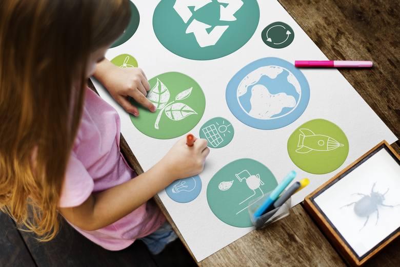 Troska o środowisko to kwestia, która nie cierpi zwłoki. Ekologiczne podejście do życia, czyli z szacunkiem do naturalnych zasobów i otoczenia, to nie