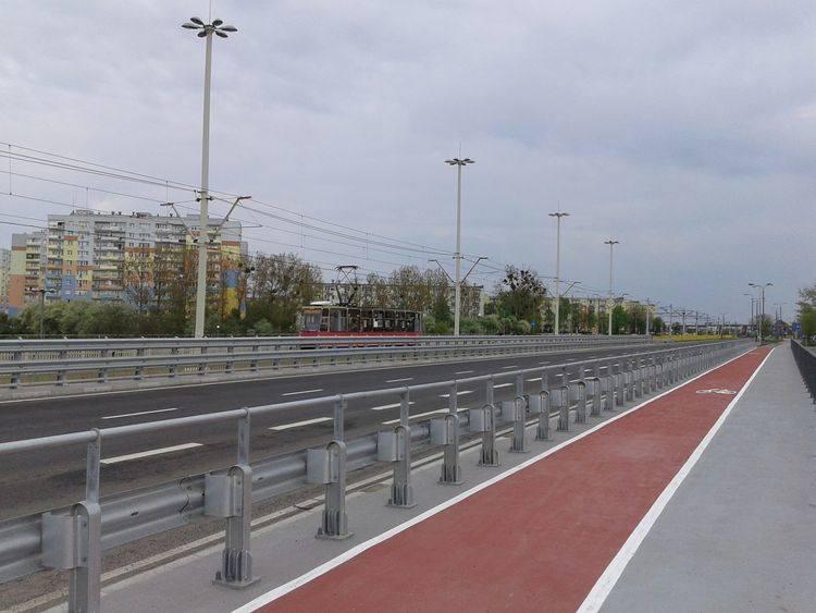 W trakcie prowadzonych robót, ruch pojazdów zostanie przełożony na istniejący wiadukt południowy, co wiązać się będzie z tymczasowym przejazdem przez