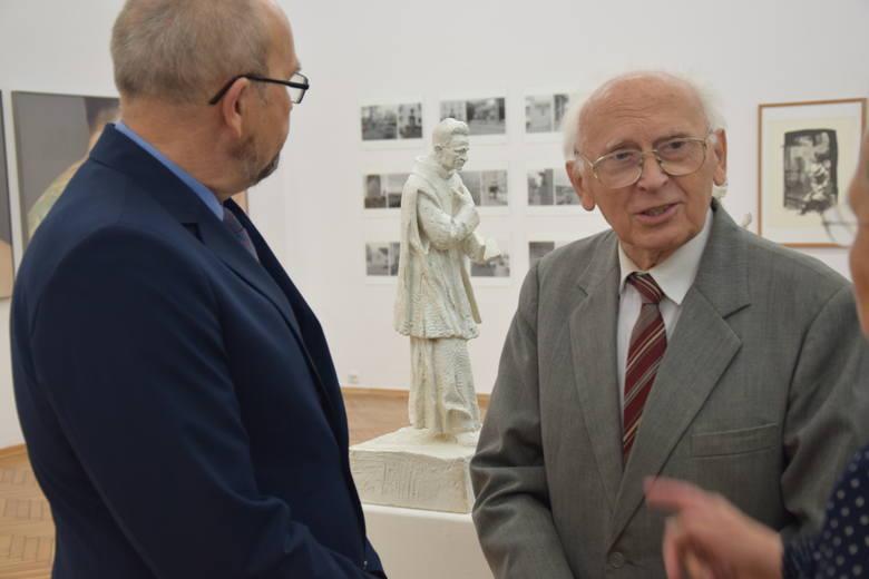 Prezentacja zwycięskiego projektu pomnika księdza Kazimierza Michalskiego autorstwa Karola Badyny z Krakowa. Rzeźba stanie przy konkatedrze w Zielonej