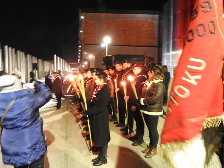 W 80. rocznicę deportacji białostoczanie zgromadzili się przed Muzeum Sybiru, by symbolicznie upamiętnić pierwsze ofiary sowieckich represji. Następnie