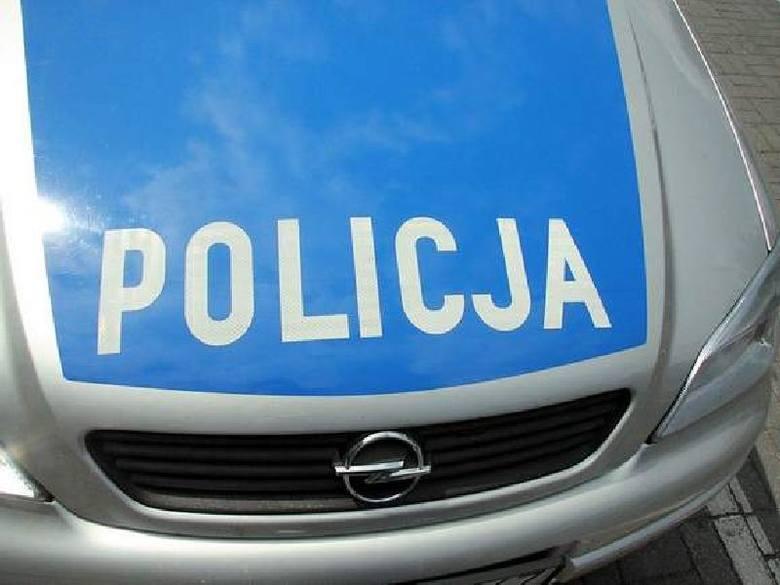 Pasażerka ranna po dachowaniu na łuku drogi w gminie Bodzechów