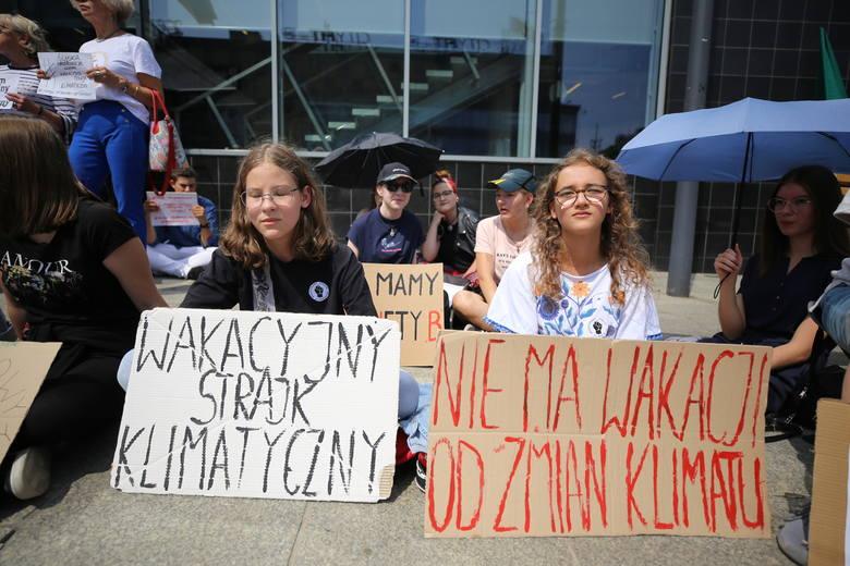 Wakacyjny strajk klimatyczny pod urzędem miasta w Katowicach, 19 lipca 2019
