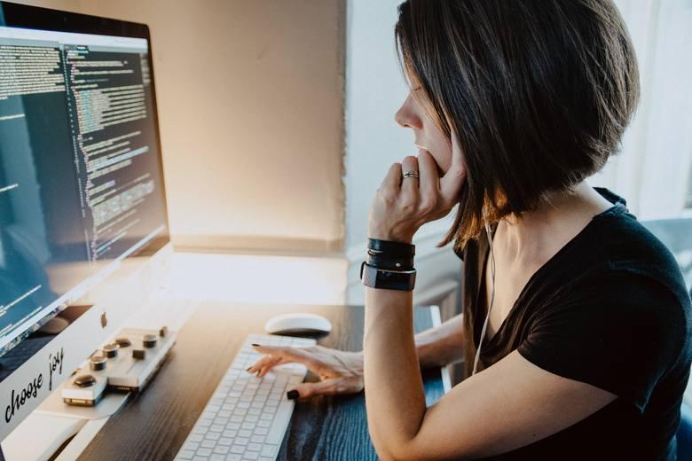 Ile zarabia freelancer? Porównaj zarobki na popularnych stanowiskach
