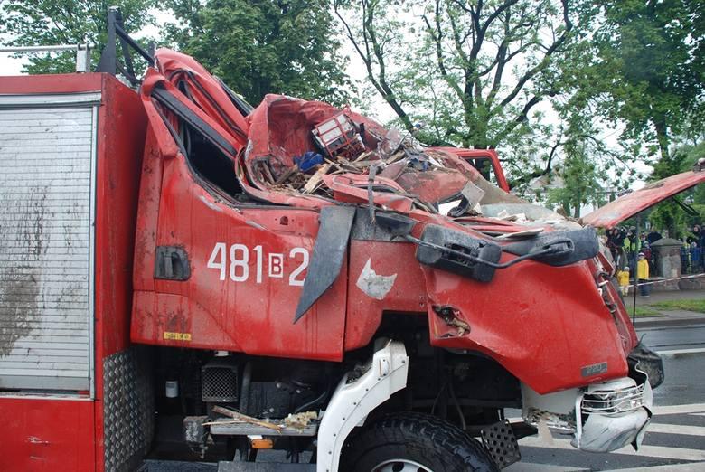 Sokółka.Wóz strażacki wjechał w dom. Prokuratura umorzyła sprawę. Policja znowu poszuka winnego [ZDJĘCIA]