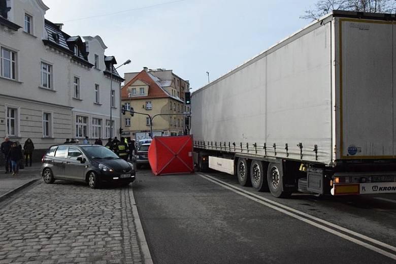 Nie żyje mężczyzna potrącony przez ciężarówkę