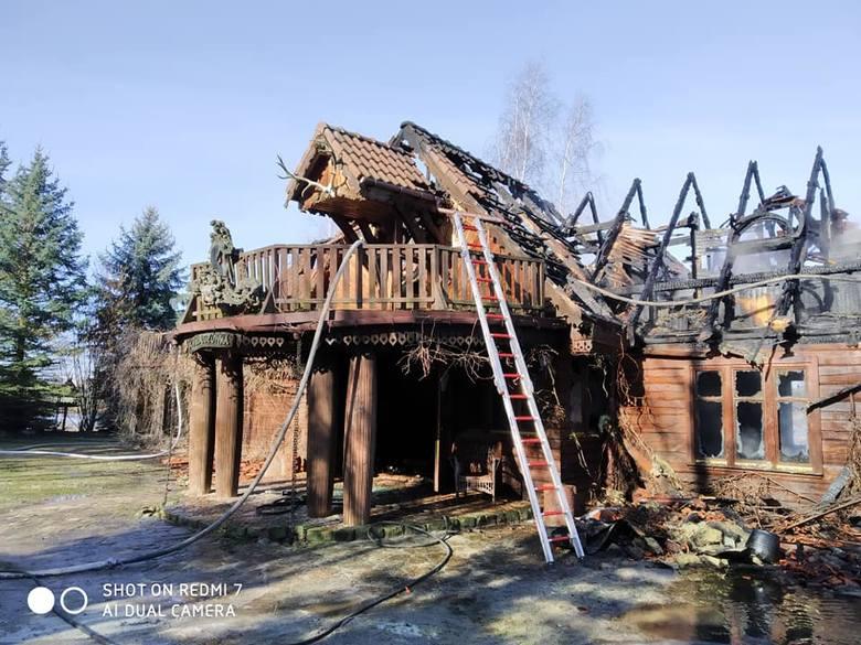 W poniedziałek straż pożarna otrzymała zgłoszenie o pożarze w miejscowości Leżachów (gm. Sieniawa) w powiecie przeworskim. Na miejsce zadysponowano 9