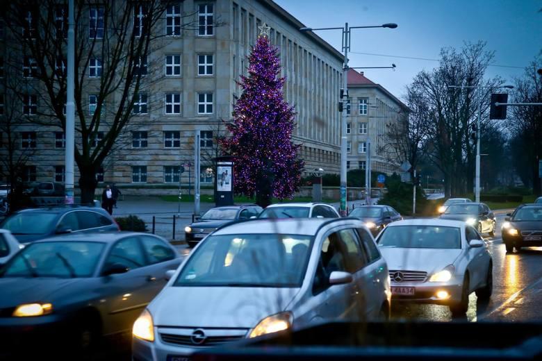 - Chcę, by święta Bożego Narodzenia odbyły się w ramach małych rodzinnych spotkań- zapowiedział premier Morawiecki.