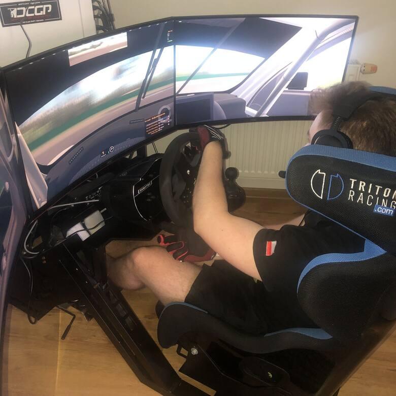 Dominik Blajer doskonale rozpoczął tegoroczne zmagania w mistrzostwach Polski w Digital Motorsporcie