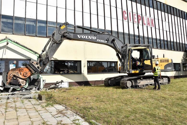 W ostatnich dniach prowadzono prace rozbiórkowe wewnątrz Cieplaka. 13 sierpnia prezydent Arkadiusz Wiśniewski symbolicznie rozpoczął demontaż budynku.