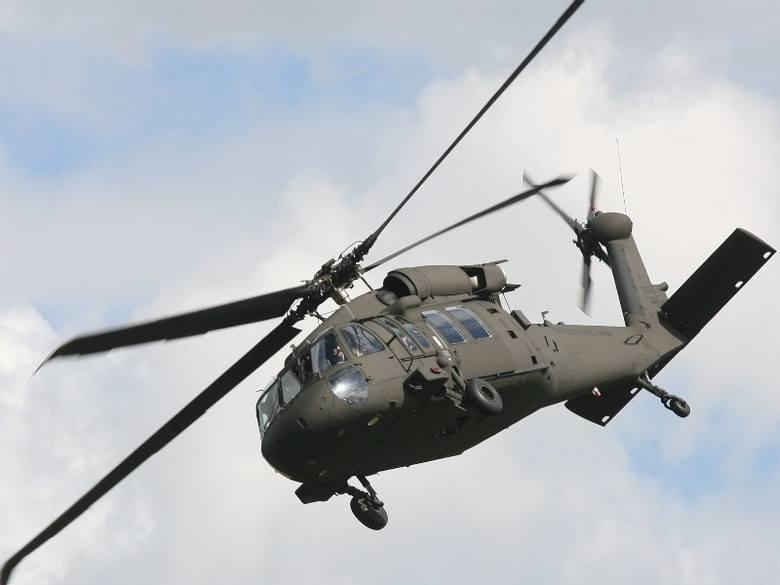 Posłowie podziwiali w Mielcu śmigłowce black hawkPZL Mielec, które od 2007 roku są częścią firmy Sikorsky Aicraft wyprodukowały już ponad 20 Black-Hawków