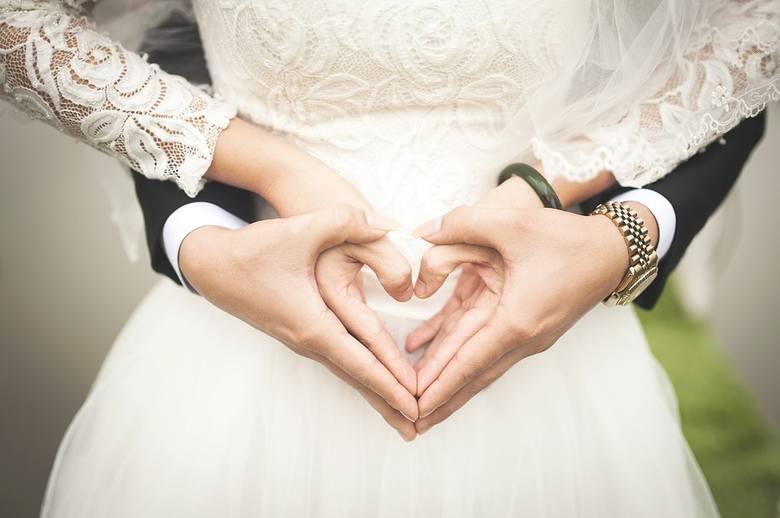Życzenia ślubne 2019: piękne, zabawne i krótkie życzenia na ślub [21.08.2019 r.]