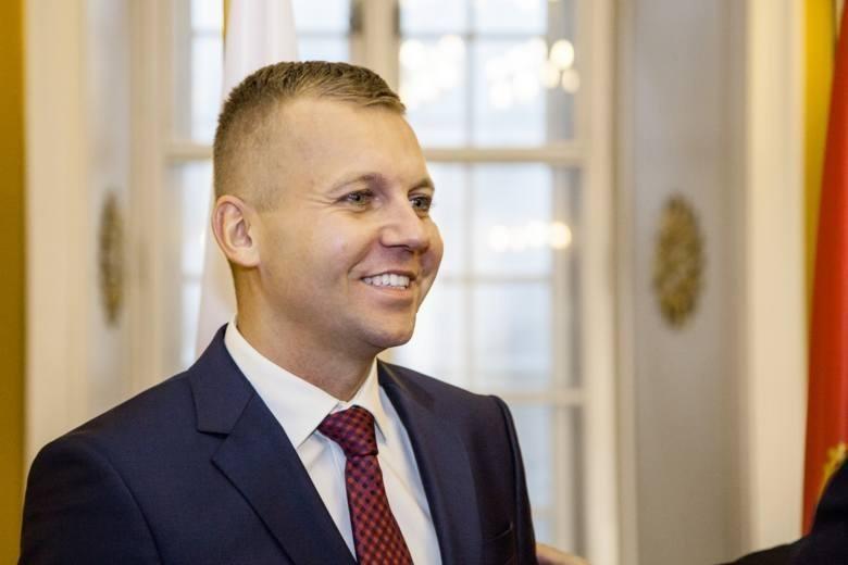 1 miejsce - Marcin Ruta, konsul Honorowy Czarnogóry w Polsce,  W 2018 roku wsparł i włączył się w organizację konkursu Wolontariusz Roku, pomagał także