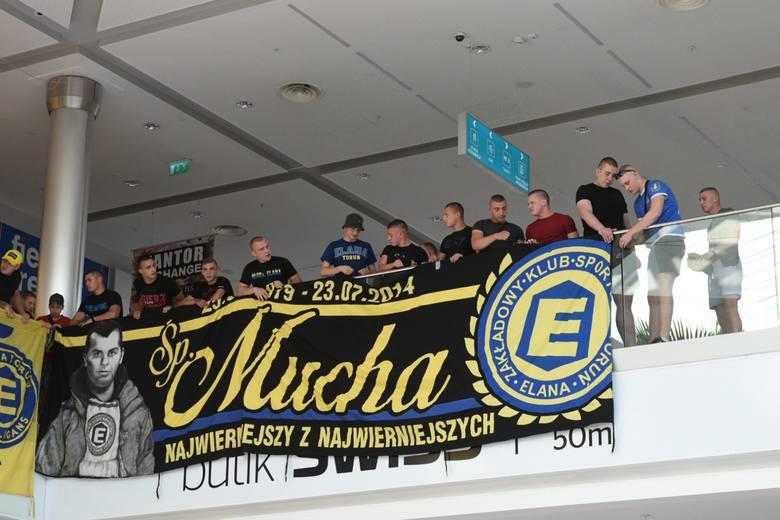 W najbliższą sobotę Elana Toruń rozpocznie nowy sezon - o 15:30 piłkarze podejmą Bytovię Bytów. W czwartkowe popołudnie piłkarze spotkali się z kibicami