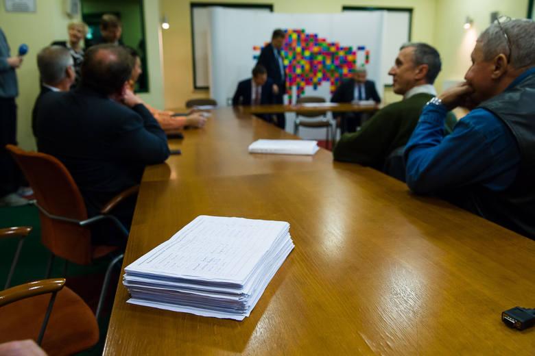 Podpisy złożyły osoby przeciwne konsolidacji PKS