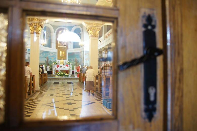 Od 20 kwietnia do kościołów może wejść więcej osób, ale dalej obowiązują ograniczenia. Zgodnie z przepisami maksymalna ilość osób uczestnicząca we mszy