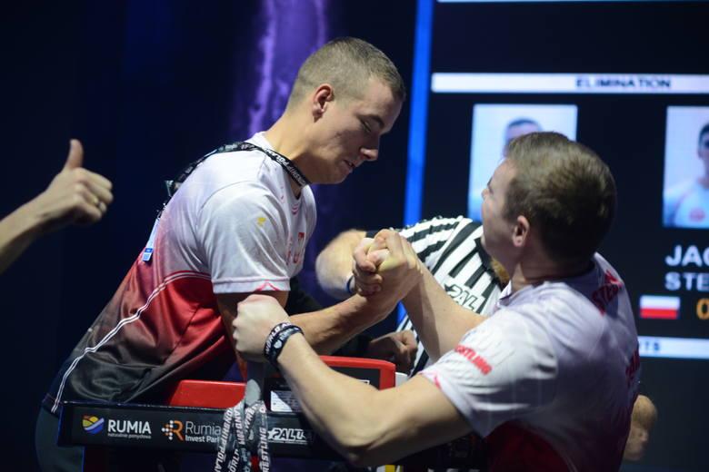 Zawodnicy Spartana Rymanów na podium mistrzostw świata w armwrestlingu. Patryk mistrzem, a Adrian wicemistrzem
