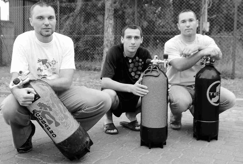 Nowa sekcja ratownictwa wodnego OSP Karlino: (od lewej) Igor Jeżyna, Rafa Wasilewski, Rafał Ochenkowski. Brakuje tylko Igora Ziółkowskiego.