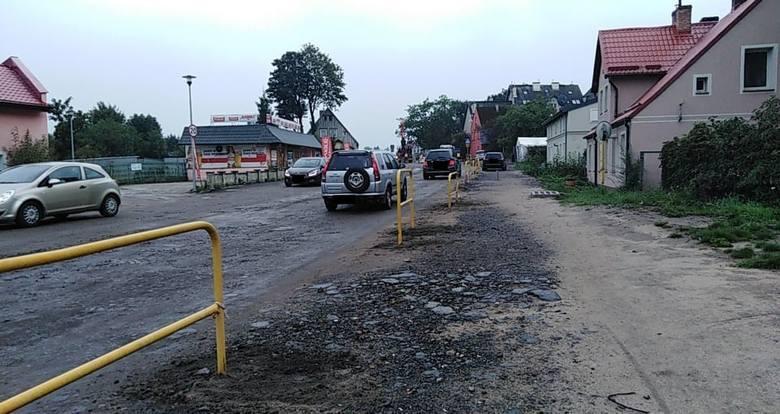 Po dużych zmianach w Ustce, ze względu na przebudowę ulicy Darłowskiej co jakiś czas tworzą się korki. Ulewne deszcze powodują, że w tym miejscu pojawiają