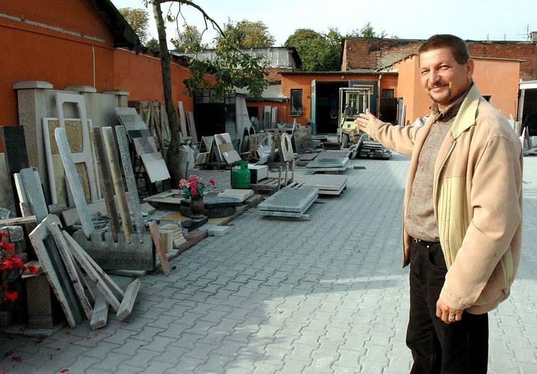 Obecnie w zakładzie Jana Ziętka pracuje ponad 20 osób. Wyroby z jego firmy eksportowane są do wielu krajów europejskich.