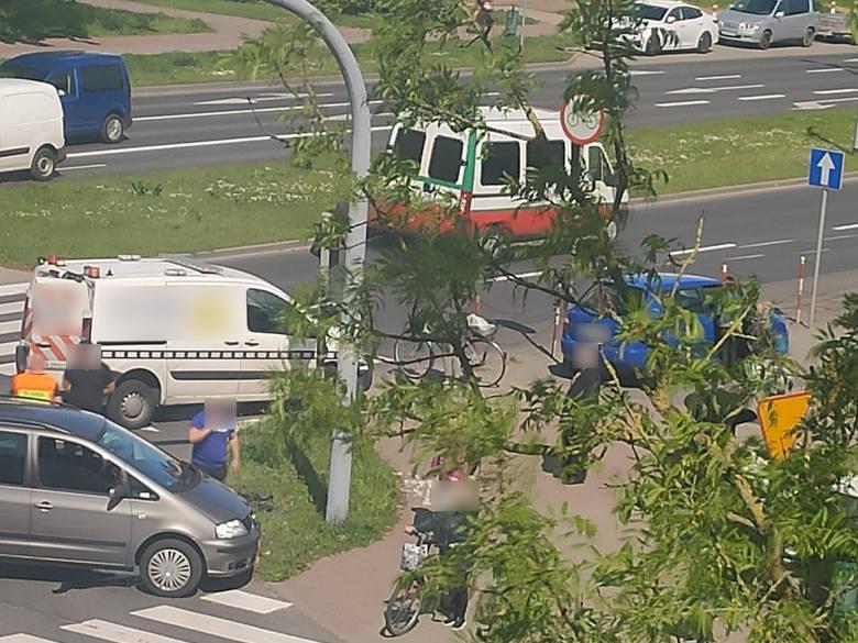Wypadek na ulicy Władysława IV w Koszalinie. Zderzyły się dwa pojazdy [ZDJĘCIA]