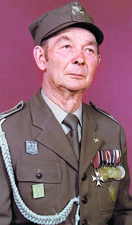 Tadeusz Procajło (1919-1997) - przeszedł szlak bojowy od Stalingradu do Berlina. Na fotografii z medalami zdobytymi podczas forsowania Bugu, Wisły, Odry i Nysy Łużyckiej. Spoczywa na cmentarzu w Lewinie Brzeskim<br />