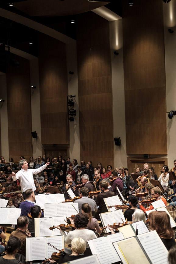 Opera i Filharmonia Podlaska - Mirosław Jacek Błaszczyk dyryguje chórem i orkiestrą