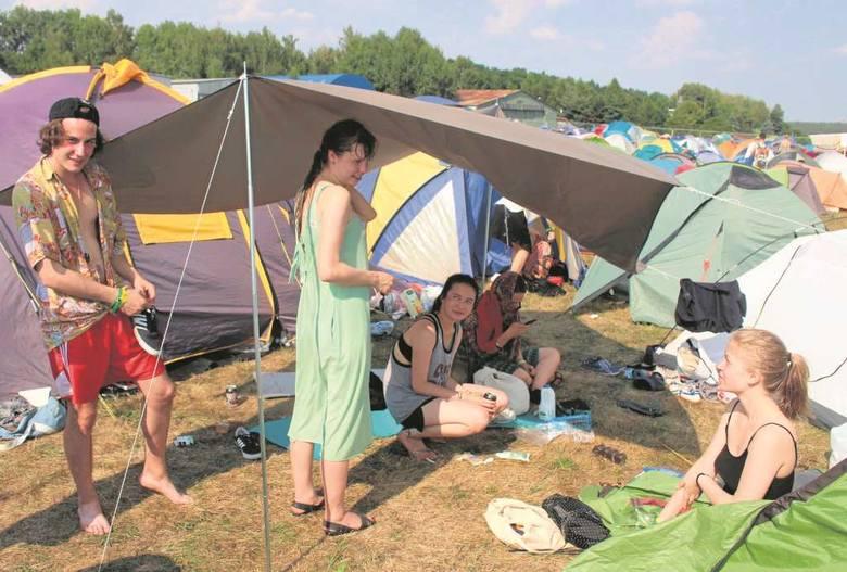 Pola namiotowe mogą być rozwiązaniem problemu braku miejsc noclegowych