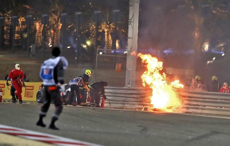 Romain Grosjean uległ przerażającemu wypadkowi, ale dzięki bezpieczeństwu w Formule 1 wyszedł z niego jedynie z poparzonymi dłońmi. W poprzednich latach,