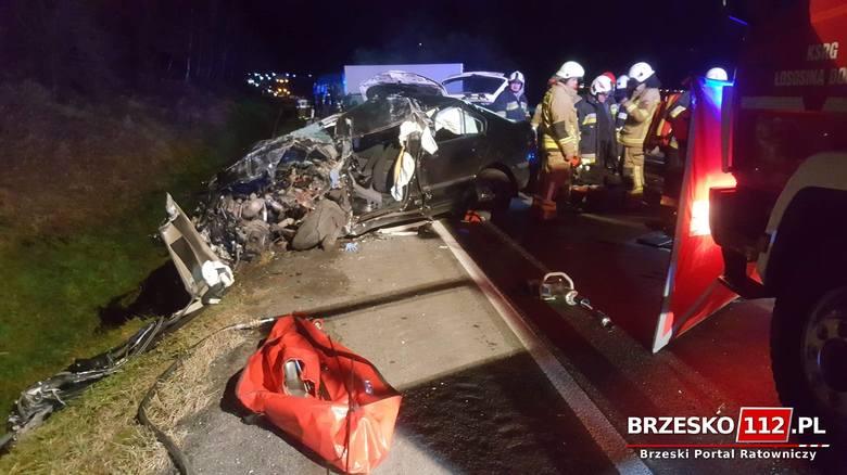 Witowice Dolne. Zderzenie dwóch samochodów osobowych i ciężarówki. Zginęła jedna osoba