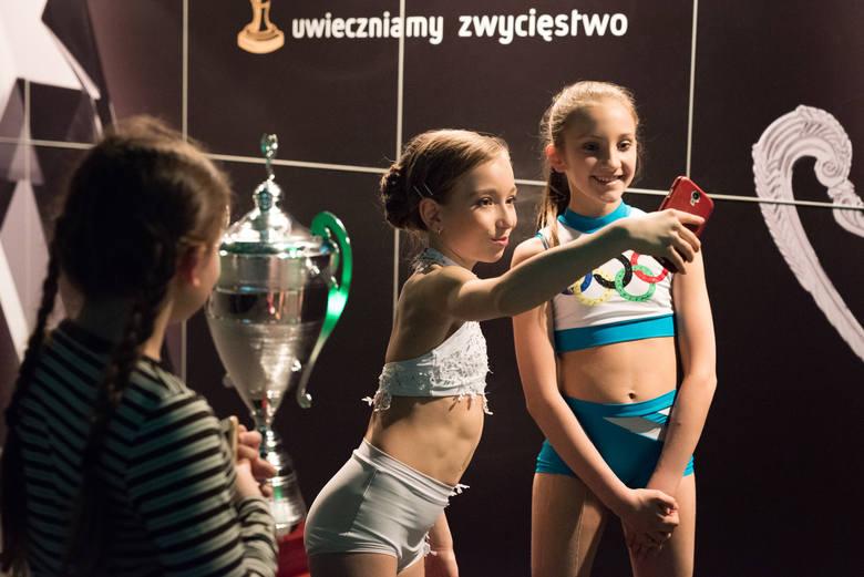 Każdy układ DP to połączenie akrobatyki z baletem, tańcem, nawet teatrem. Liczy się technika, artyzm, także makijaż.