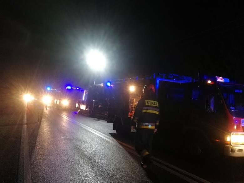 Do wypadku doszło w sobotę w nocy na trasie Złocieniec - Czaplinek. Strażacy z OSP w Złocieńcu zgłoszenie otrzymali o godz. 22:25. - Kierujący samochodem