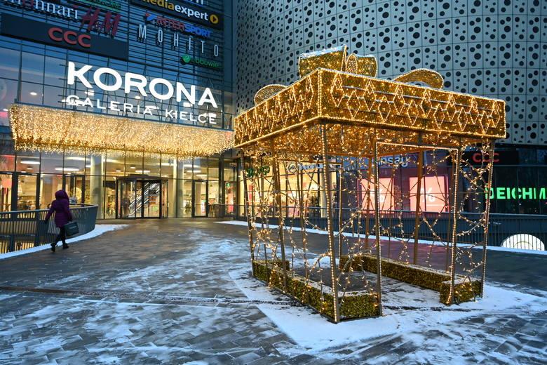 W Galerii Korona Kielce trwają świąteczne i zimowe wyprzedaże. W tym roku w niektórych sklepach zaczęły się na dwa tygodnie przed świętami Bożego Narodzenia.