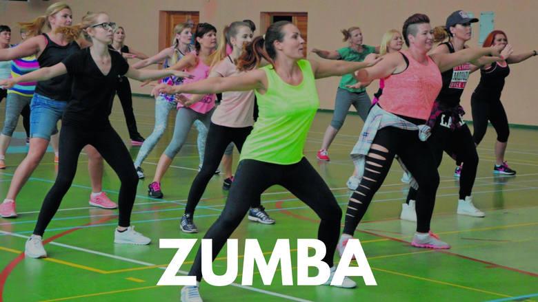 Zumbę może trenować każdy, niezależnie od wieku, płci i kondycji. Jest to taniec, który łączy w sobie elementy tańców latynoamerykańskich oraz aerobiku