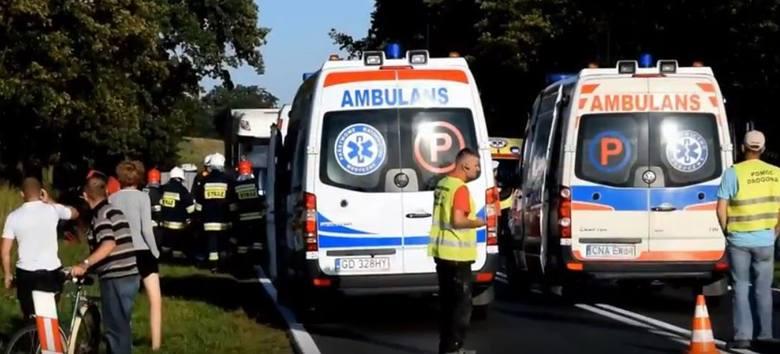 Wypadek w Minikowie. Poszkodowani trafili do szpitala
