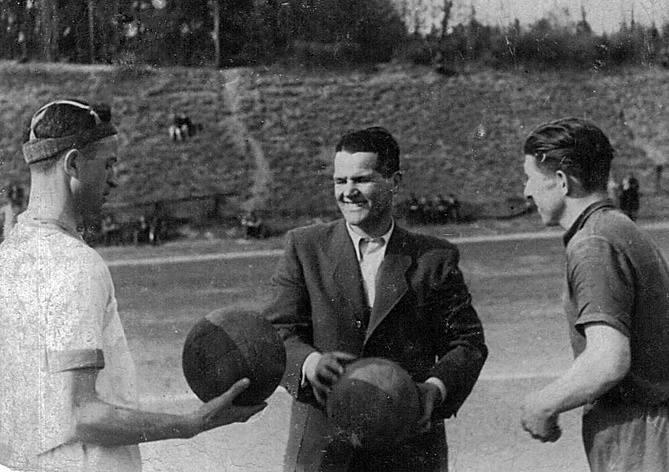 Przed meczem w sierpniu 1945 roku!