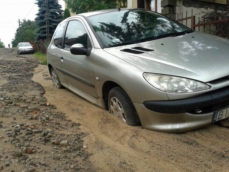 Dojlidy Górne: Burza zdemolowała ulice, zalała posesję, podmyła samochód (zdjęcia)