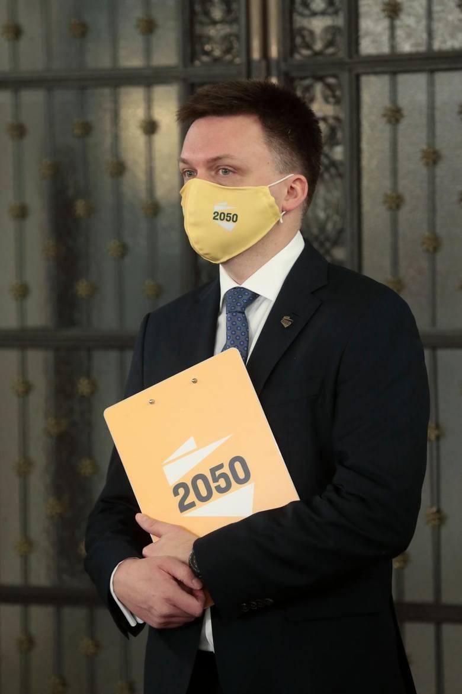 Polska 2050 Szymona Hołowni chce obowiązkowej etyki w szkole. W nauczaniu moralności ma zastąpić religię