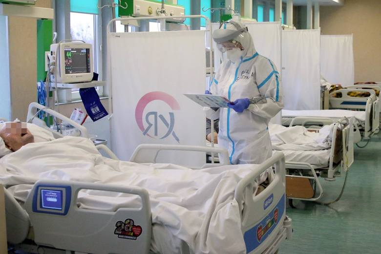W galerii wyjaśniamy, ile kosztuje leczenie pacjentów z COVID-19 w szpitalach tradycyjnych i tymczasowych, jak dużo pieniędzy placówki dostają za gotowość