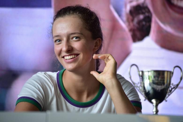 18.07.2018 warszawakonferencja prasowa igi swiatek po wygraniu tenisowego turnieju juniorskiego wielkiego szlema na wimbledonienz - iga swiatek tenisisykafot.