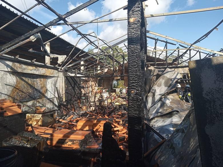 Brzeszcze. Pożar stolarni przy ul. Przemysłowej. 60 strażaków walczyło z ogniem