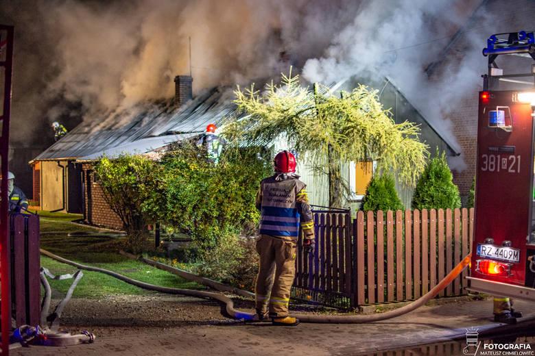Potężny pożar w Grębowie! Spłonęły dwa domy mieszkalne (ZDJĘCIA)