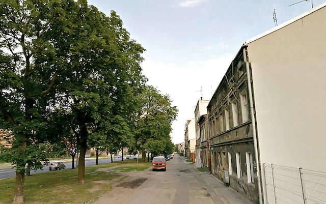 Ulica Grunwaldzka i  jej jakby nieoficjalna część, która stał się atrakcyjnym miejscem postojowym.