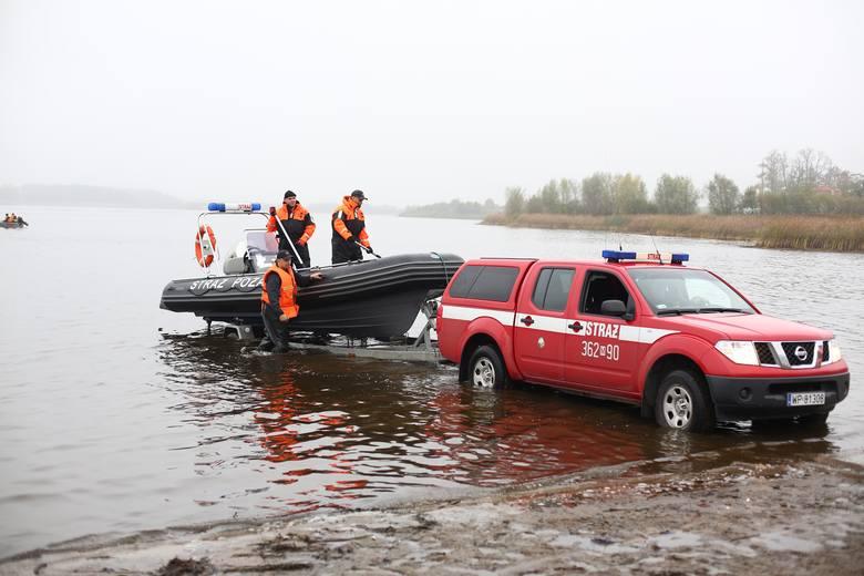 Strażacy w Domaniowie ćwiczyli i na wodzie i na lądzie.