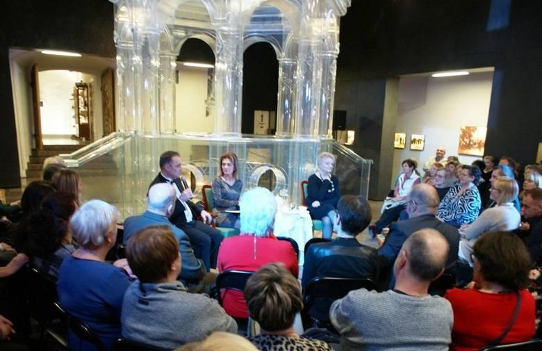 Anna Seniuk z niesamowitym spektaklem w szklanej bimie w synagodze w Chmielniku (ZDJĘCIA)