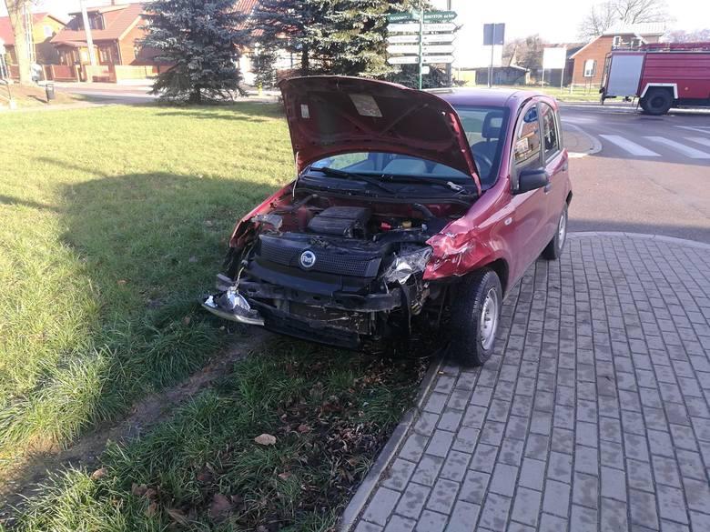 Zderzyły się dwa samochody. Obaj kierujący wyszli z pojazdów bez obrażeń.